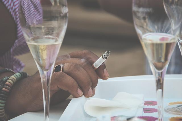 Spania extinde restricțiile pentru a limita epidemia: Unde nu se mai fumează pe stradă