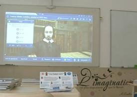Prima zi de școală în școala smart din Ciugud, cea mai bogată comună din România: Elevii sunt întâmpinați de un robot, care le ia temperatura și îi scanează pentru mască