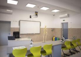 Anisie spune cum vor sta copiii în bănci și anunță că școlile vor avea stocuri de măști