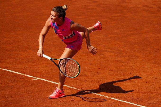 Simona Halep se califică în turul II la Roland Garros după o demonstrație de tenis