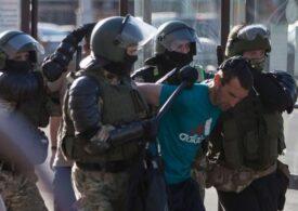 Ministerul de Interne din Belarus anunță că a reținut zeci de protestatari. Unii au fost brutalizaţi, deși manifestau pașnic