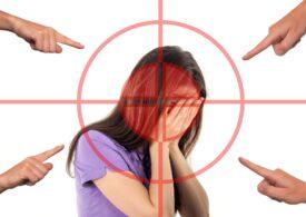 7 din 10 copii spun că ei sau prietenii lor au fost victimele cyberbullying-ului. Părinții află ultimii sau deloc. Ce putem face?