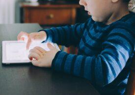Şcolile nu pot interzice accesul la cursurile online pentru elevii ai căror părinţi nu au semnat că nu le înregistrează