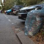 Străzi și parcuri din Sectorul 2 se sufocă din cauza mizeriei. Ce spun oamenii și cum promit candidații la primărie că vor face curățenie? (Foto&Video)
