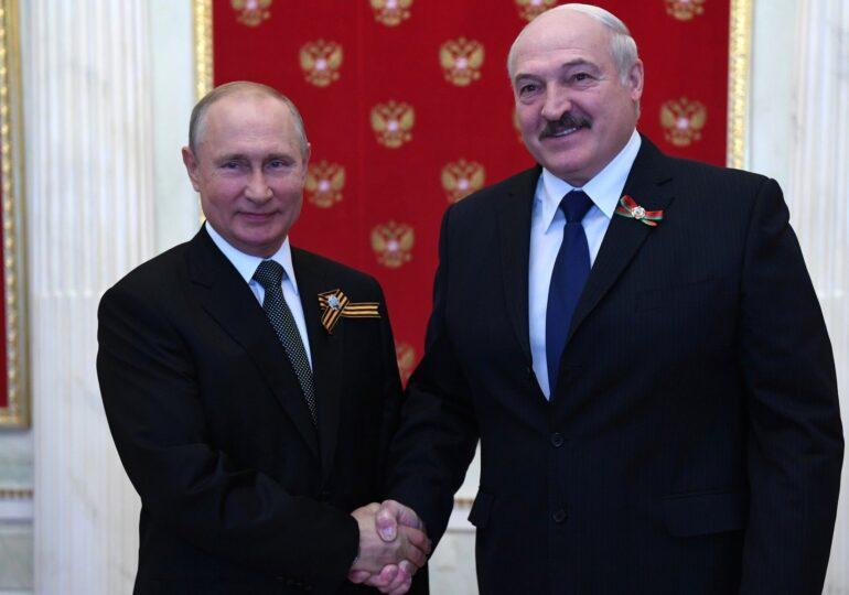 Putin s-a întâlnit cu Lukaşenko. I-a promis 1,5 miliarde de dolari şi că va retrage trupele ruse. S-a  vorbit și despre modificarea Constituției în Belarus