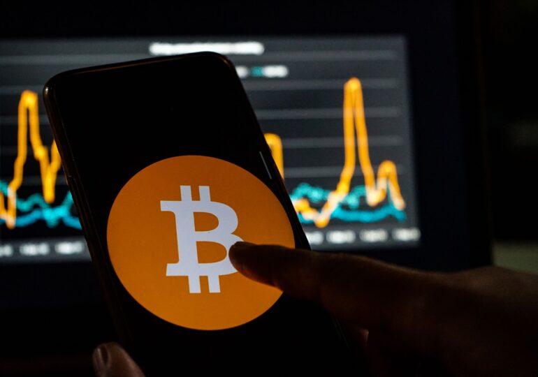 Bitcoin bate un nou record - 60.555,97 dolari și pune tot mai mari probleme de mediu  întregii planete