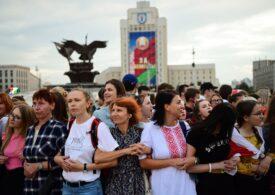 Mii de femei au protestat în Belarus față de brutalitatea forțelor de ordine