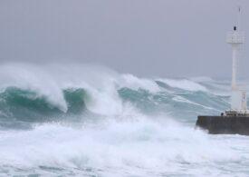 Peste 200.000 de persoane evacuate, în Japonia, din cauza unui taifun: Vânt de peste 160 km/h