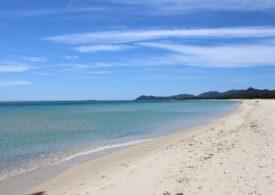 Un turist a fost amendat cu 1.200 de dolari, pentru că a vrut să fure nisip din Sardinia