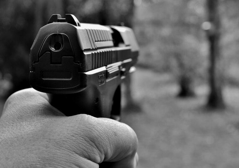Doi copii şi un bătrân au fost împuşcaţi mortal în stradă lângă Roma
