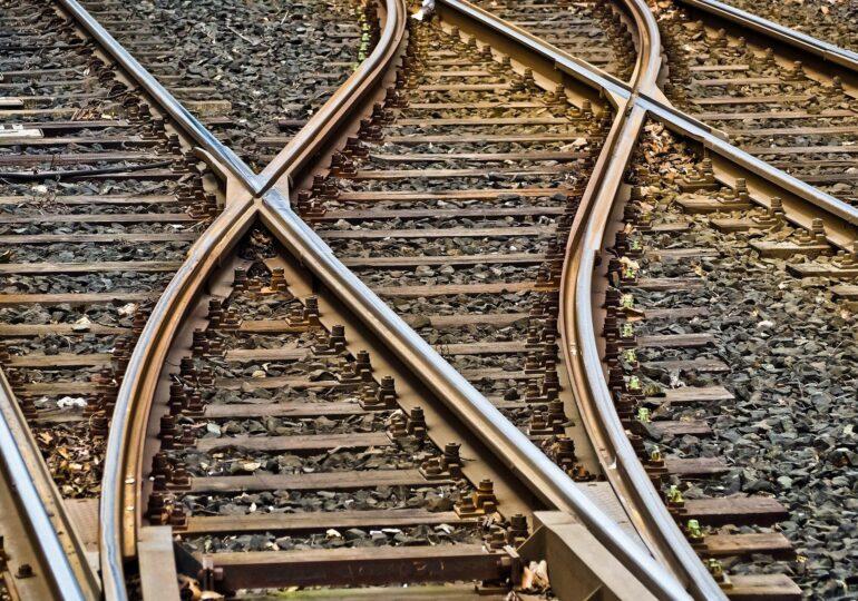 Haos pe calea ferată spre şi dinspre litoral: 20 de trenuri sunt anulate și deviate