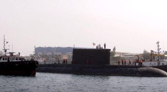 Iranul face manevre în Golful Oman: A utilizat un submarin în premieră şi a testat o rachetă de croazieră