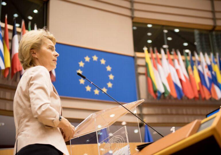 Comisia Europeană a încheiat contractul cu Pfizer pentru 300 de milioane de doze de vaccin. De ce ar putea primi Germania mai multe decât ponderea sa din populația UE