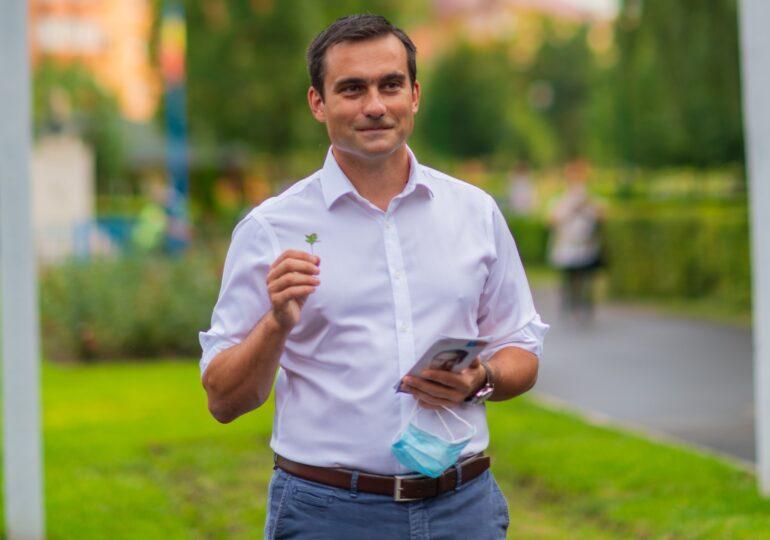 Învingătorul de la Brașov: Alegerile nu le câștigi la urne, ci la finalul mandatului. Văd oameni surprinși că pot să îmi car singur geanta - Interviu video