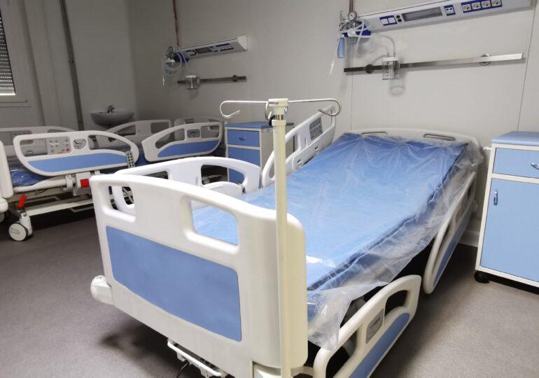 Sibiul este la limita carantinării, dar un aparat de testare Covid stă nefolosit în parcarea Facultăţii de Medicină. A apărut prima demisie