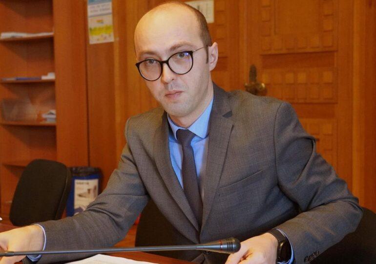 Șeful Grupului de Comunicare Strategică recunoaște că nu are diplomă de licență. PSD cere să fie demis și anchetat