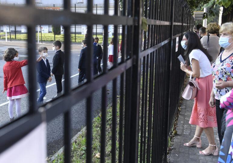 Anisie: Nu şcoala este cea care influenţează creşterea numărului de îmbolnăviri, pericolul este dincolo de poarta şcolii