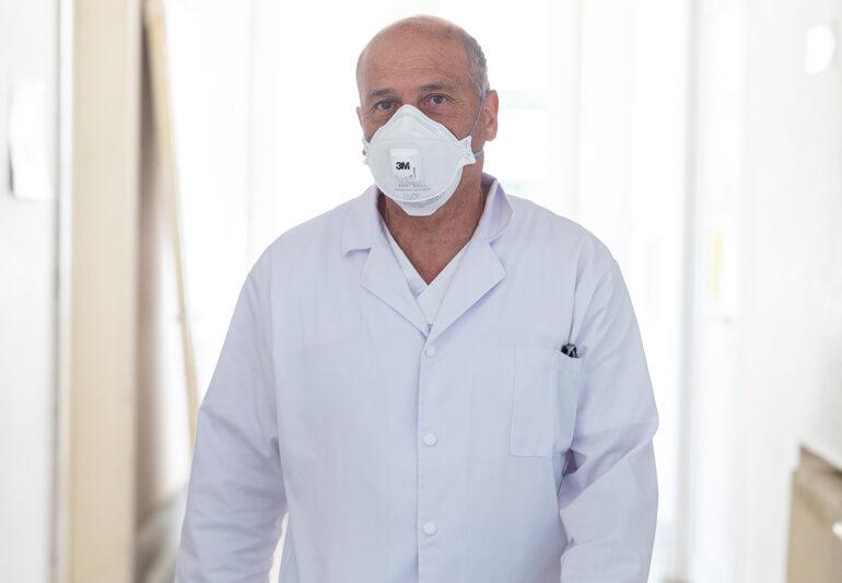 Medicul Virgil Musta îşi nuanţează declaraţia despre cei 6 pacienți care au murit, după ce Iohannis a spus că erau locuri la ATI