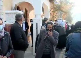 Sute de oameni s-au îmbulzit la resfințirea unei biserici: Unde este Duhul Sfânt, nimic nu se întâmplă!