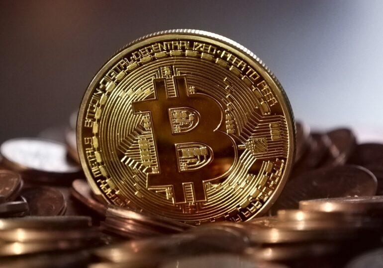Bitcoin la niveluri record. Cât are acum o persoană care a investit 100 de dolari în 2009 în criptomonedă