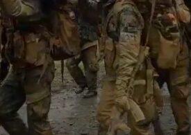 Viralul zilei: Jimmy, bușteanul care îi chinuie pe viitorii militari români din forțele speciale