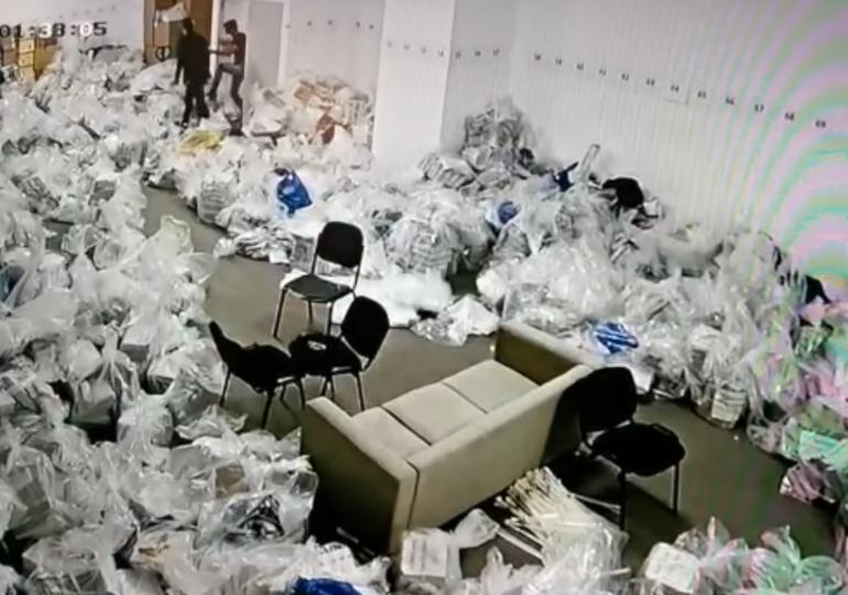 Antena 3 a difuzat imagini cu persoane care umblă la sacii cu voturi în Sectorul 1. Firea și Ciolacu acuză fraudă,  Clotilde Armand un fake news. Poliția face verificări (Video)