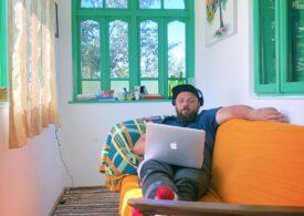 Cum e, ca freelancer, să lucrezi de pe prispă într-un sat din România - Interviu