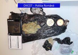 Opt traficanți, reținuți de DIICOT: Dădeau petreceri private și vindeau droguri