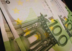 Curs valutar: O nouă zi de creștere uşoară pentru euro, dar dolarul scade