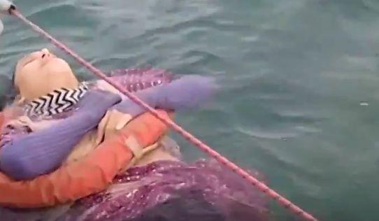 Viralul zilei: O femeie dispărută de doi ani a fost găsită în viață plutind pe mare