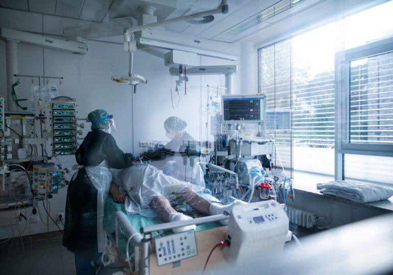 Record de spitalizări în cel puţin 14 ţări din Europa. Tendinţa este în creştere peste tot