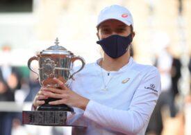 Iga Swiatek, asaltată de sponsori după titlul de la Roland Garros - câți bani i s-au oferit