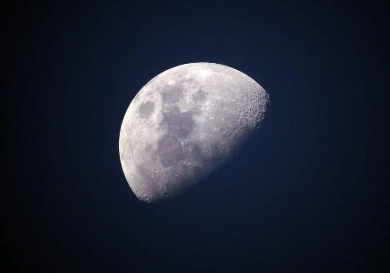 NASA cumpără praf de pe Lună cu 1 dolar