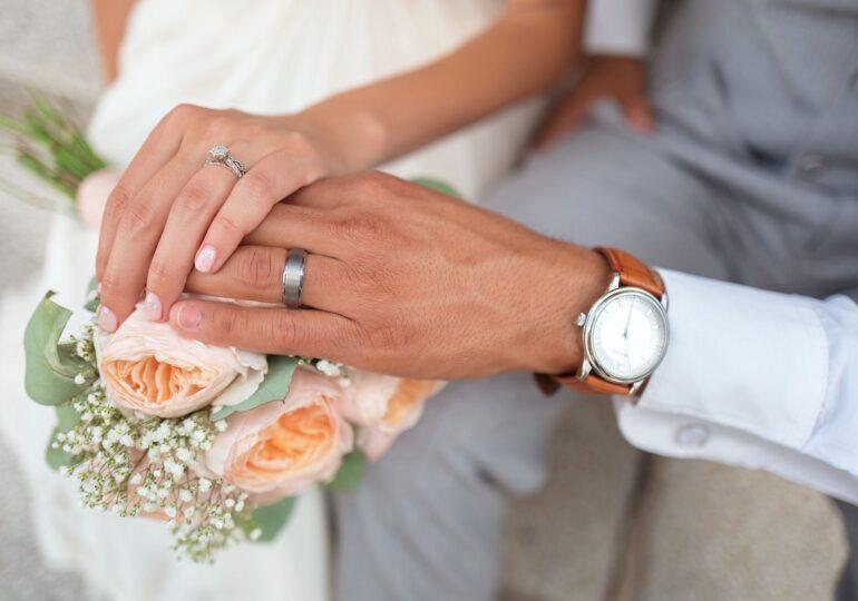 Căsătoriile şi divorţurile s-au triplat în aprilie faţă de 2020. Epidemia se simte la  cauza şi numărul deceselor