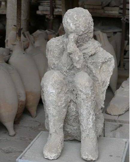 O turistă a înapoiat artefacte furate de la Pompei, după ani de ghinion. E convinsă că sunt blestemate