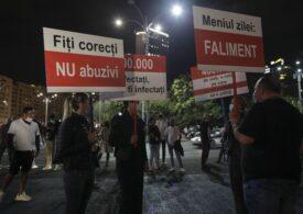 Sute de persoane protestează în Piața Victoriei faţă de decizia de a fi închise din nou restaurantele şi cafenelele din Capitală