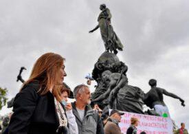 Franţa: Noile restricţii anti-COVID stârnesc ample nemulţumiri