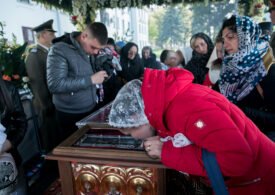 Ce mesaj le-a transmis ministrul Tătaru pelerinilor supărați că n-au mai ajuns la moaștele Sfintei Parascheva