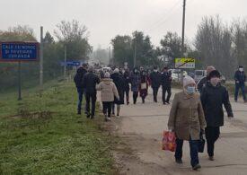 Alegeri în Republica Moldova: O coloană imensă de transnistreni a pornit pe jos spre Sănătăuca la vot (Foto)