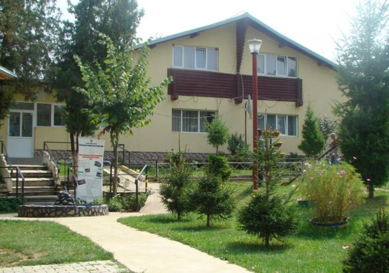 Focar uriaş de Covid la un centru pentru persoane cu dizabilităţi din Urlaţi: 73 de cazuri confirmate