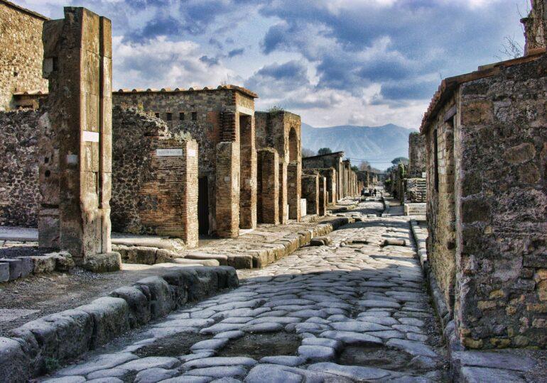 În ruinele oraşului Pompei au fost descoperite rămăşiţele bine conservate a doi bărbaţi, un nobil şi un sclav (Foto)