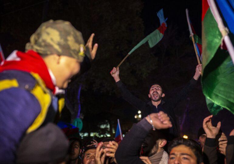 Rusia trimite 2.000 de militari să menţină pacea în Nagorno Karabah, după acordul care a provocat proteste violente, dar şi manifestaţii de bucurie