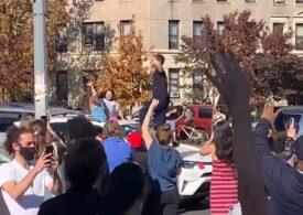 Mii de americani au ieșit pe străzi și sărbătoresc victoria lui Joe Biden. Oamenii dansează, cântă și aplaudă