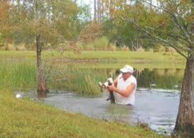 Un pensionar din Florida și-a salvat cu mâinile goale cățelul tras în adâncuri de un aligator (Video)