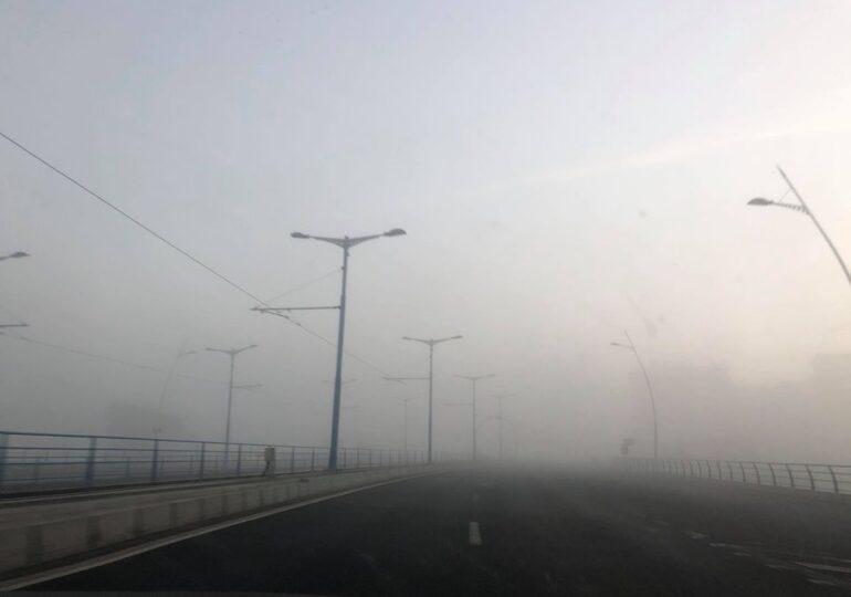 Atenție, șoferi! E cod galben de ceaţă densă în jumătate din ţară, inclusiv în Bucureşti