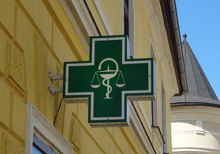 Ministrul Sănătăţii anunţă că a fost creat cadrul legal pentru testarea rapidă în farmacii: E un pas important