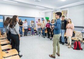 Școala care susține arta, de la pictură la vlogging: Sprijin financiar și îndrumare pentru tinerii care vor să facă o carieră din pasiunea lor