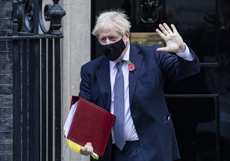 Anglia a intrat la miezul nopţii în lockdown, dar şcolile rămân deschise