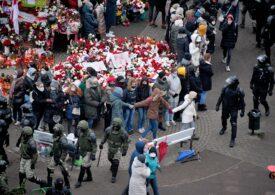 Protestele continuă în Belarus, chiar dacă duminică forțele de ordine au folosit grenade și lacrimogene și au arestat peste 700 de oameni