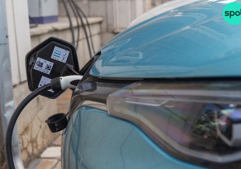 Biden promite să înlocuiască cele 650.000 de mașini ale administrației cu modele electrice